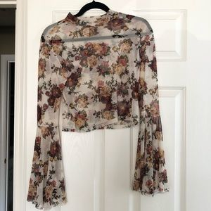 Long sleeve, crop top, floral design